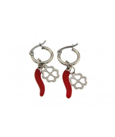 orecchini cerchi in acciaio anallergico con cornetto rosso e quadrifoglio portaforuna